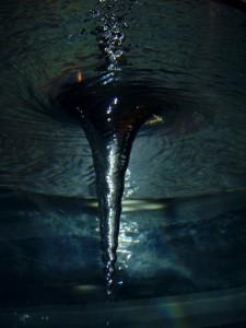 vodný vír zospodu